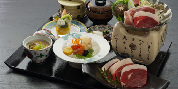 メープル猪名川のランチに「ぼたん鍋」が登場!
