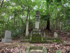 波多野秀治公の墓